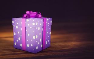 Zaradi napačnega darila pod božično smrečico je deček poklical policijo!