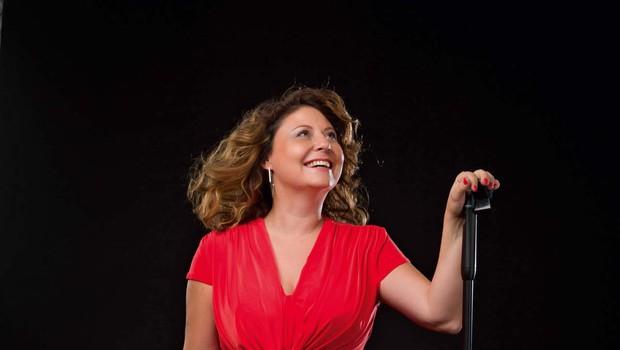 Anja Strajnar je svojo ljubezen do muzikalov spremenila v svoj poklic (foto: osebni arhiv in Janez Marolt)