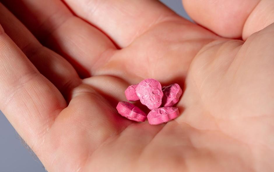 Rekreativna uporaba drog: Zavajujoči blišč pisanih tabletk (foto: SHUTTERSTOCK)