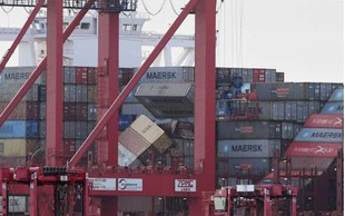 Ladjar obljublja plačilo sanacije po padcu kontejnerjev v Severno morje