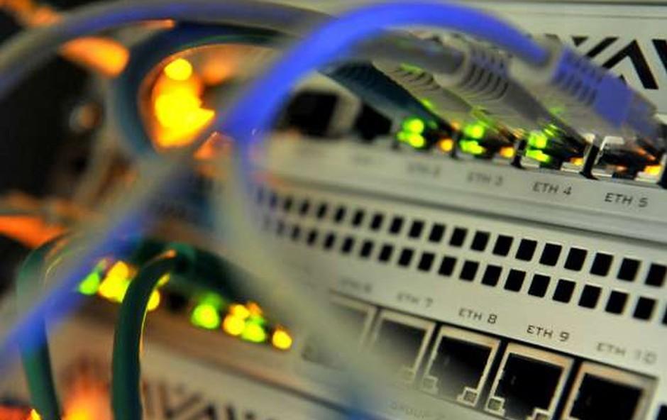 Nemški urad za informacijsko varnost več tednov vedel za hekerski napad (foto: STA)
