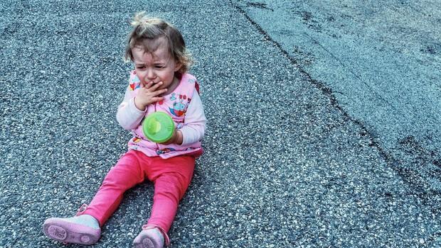 V Nemčiji oče ob cesti pustil hčer, ker ni želela zaspati (foto: profimedia)