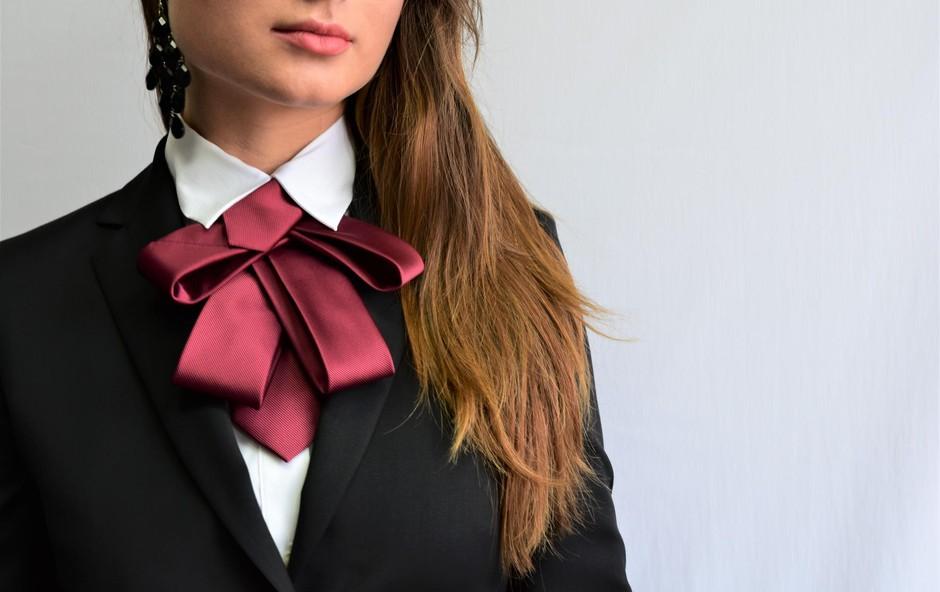 Metka Tratnik je oblikovalka prav posebnega kosa ženske garderobe, ki ga je poimenovala Tiesy (foto: OA)
