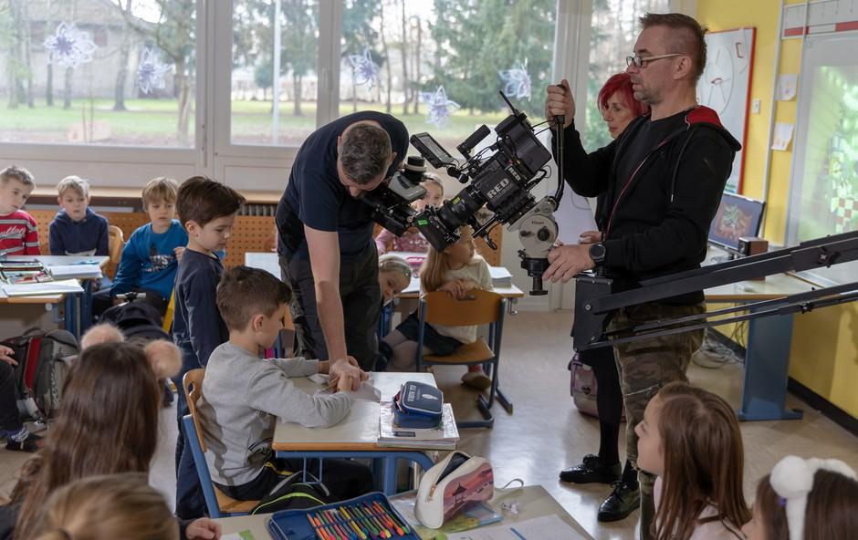 V spotu 'Ne joči (da srce ne poči)' nastopila oba sinova pevca Mirana Rudana (foto: Miran Rudan Press)