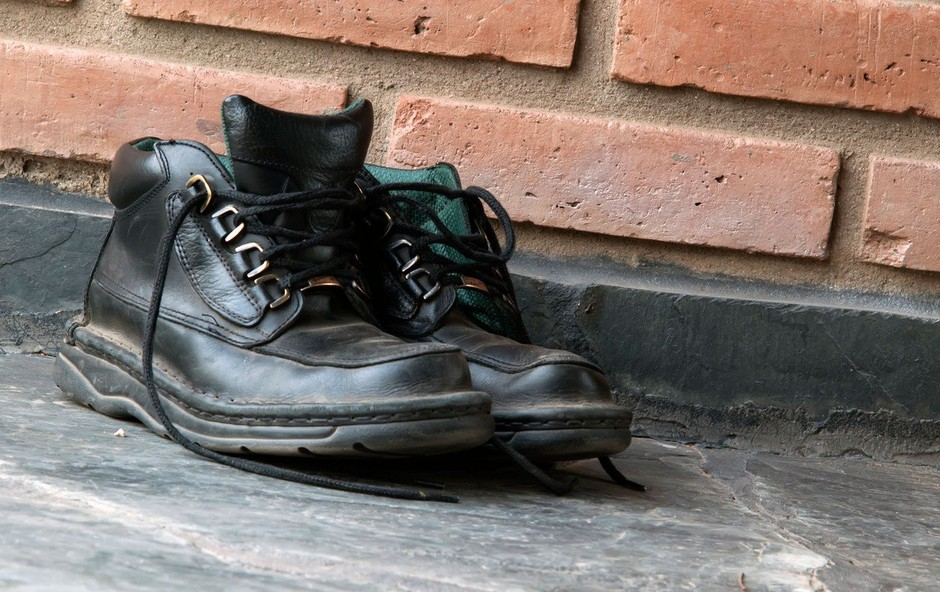 Premier Avstralije postal tarča posmeha zaradi slike z dvema levima čevljema (foto: Profimedia)