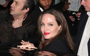 Angelina se ne ozira na govorice o Bradu in Charlize Theron - ujeli so jo med nakupi!