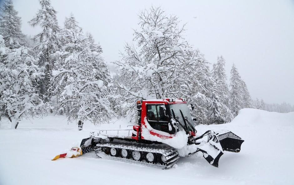Snežni plaz zasul hotel v Avstriji, goste so morali evakuirati! (foto: Profimedia)