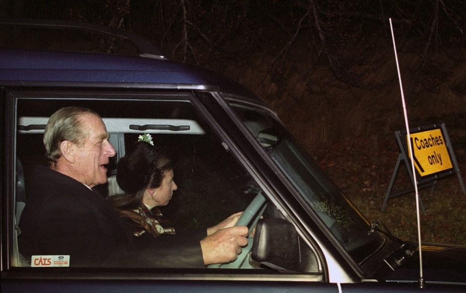 Za krmilom nepripeti princ Philip je dva dni po prometni nesreči sprožil kup vprašanj (foto: profimedia)