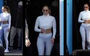 Jennifer Lopez verjetno še nikoli ni imela tako izklesanega trebuščka