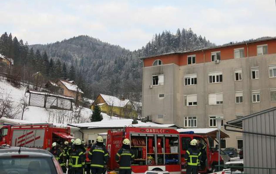 Jesenice: Po požaru v bolnišnici, ki je terjal dve žrtvi, na delu preiskovalci (foto: Tinkara Zupan/STA)