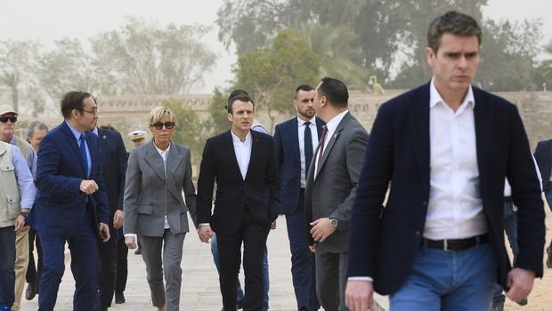Brigitte Macron na udaru kritikov zaradi izbire športnih čevljev (foto: Profimedia)