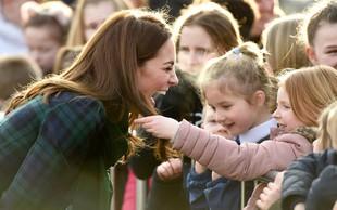 Kate Middleton oboževalka prijela za lase, reakcija lepe vojvodinje pa je bila izjemno prikupna