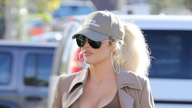 Khloe Kardashian je po boju s pomanjkanjem samozavesti izkusila še izgubo zaupanja v partnerja (foto: Profimedia)