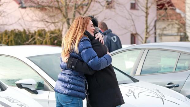 Manca Špik in Isaac Palma objeta na parkirišču! (foto: N. Divja)