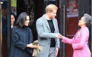 Zakaj Meghan Markle kljub mrazu rokavice nosi v rokah?
