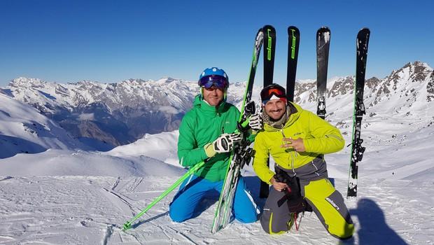 Jernej in njegov glasbeni kolega Aleš Bartol iz skupine Mambo Kings že leta skupaj hodita na poletne in zimske dopuste. (foto: OSEBNI ARHIV)