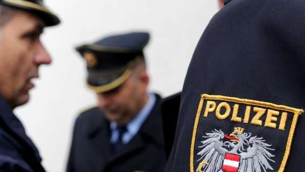 Na dunajski podzemni postaji 13-letnika z lažno pištolo sprožila policijsko akcijo (foto: STA)