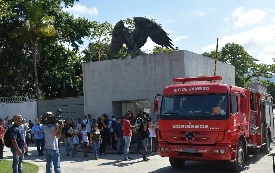 10 mrtvih v požaru, ki je zajel center za mlade nogometaše brazilskega kluba Flamengo (foto: profimedia)