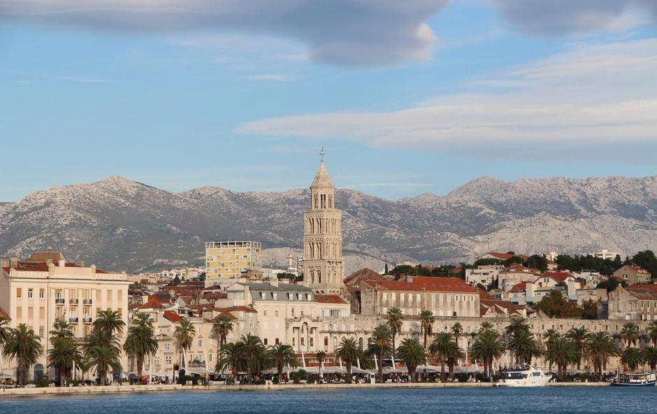 Huligani z jeklenimi palicami in noži nad beograjske vaterpoliste v Splitu (foto: profimedia)