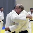 Putin si je v boju z olimpijskim šampionom juda poškodoval prst
