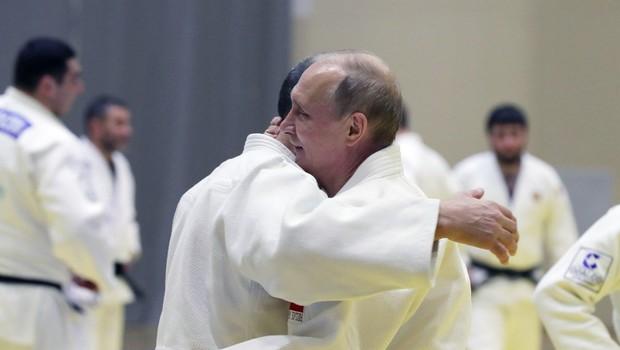 Putin si je v boju z olimpijskim šampionom juda poškodoval prst (foto: profimedia)