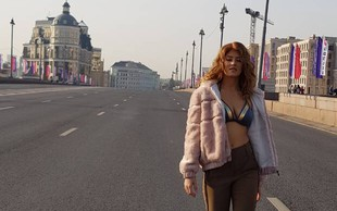 Nina Donelli s skrivnih lokacij v Moskvi