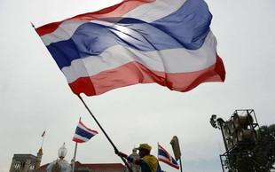 Slovenec zaradi neuslišane ljubezni na Tajskem zašel v težave - znesel se je nad volilnimi plakati
