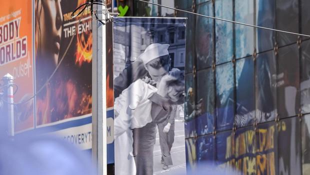 Umrl mornar z znamenite fotografije poljuba z medicinsko sestro (foto: profimedia)