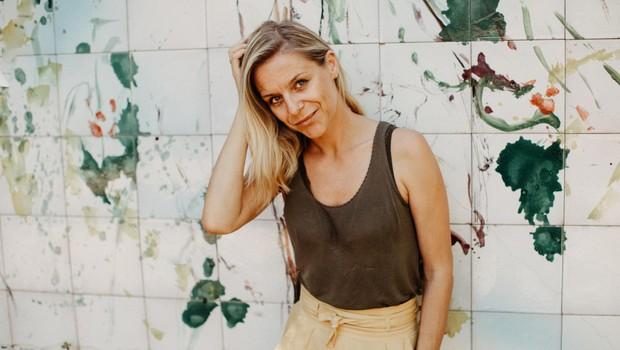 Sonja Ravbar se umetniško razvija ob fotografiji in dizajnu. (foto: MIRO MAJCEN)