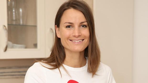 Sara Isaković s fantom v novem stanovanju! (foto: HELENA KERMELJ)