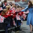 Kate Middleton ima plašč, ki si ga želijo številne ženske po vsem svetu