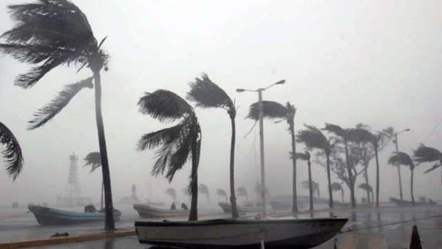 Osrednji del ZDA prizadel pojav, imenovan ciklonska bomba (foto: STA)