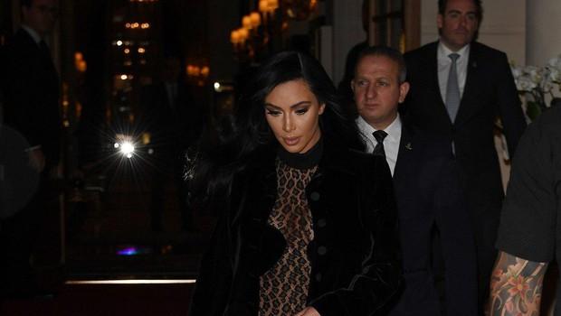 Kim Kardashian spet premika meje modnega (ne)okusa (foto: Profimedia)