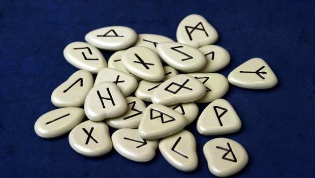 Prerokovanje iz run: Stari germanski simboli v sebi nosijo skrivnostno znanje (foto: profimedia)