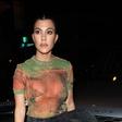 Vse za posel: Kourtney Kardashian v oglasne namene v Evinem kostumu!