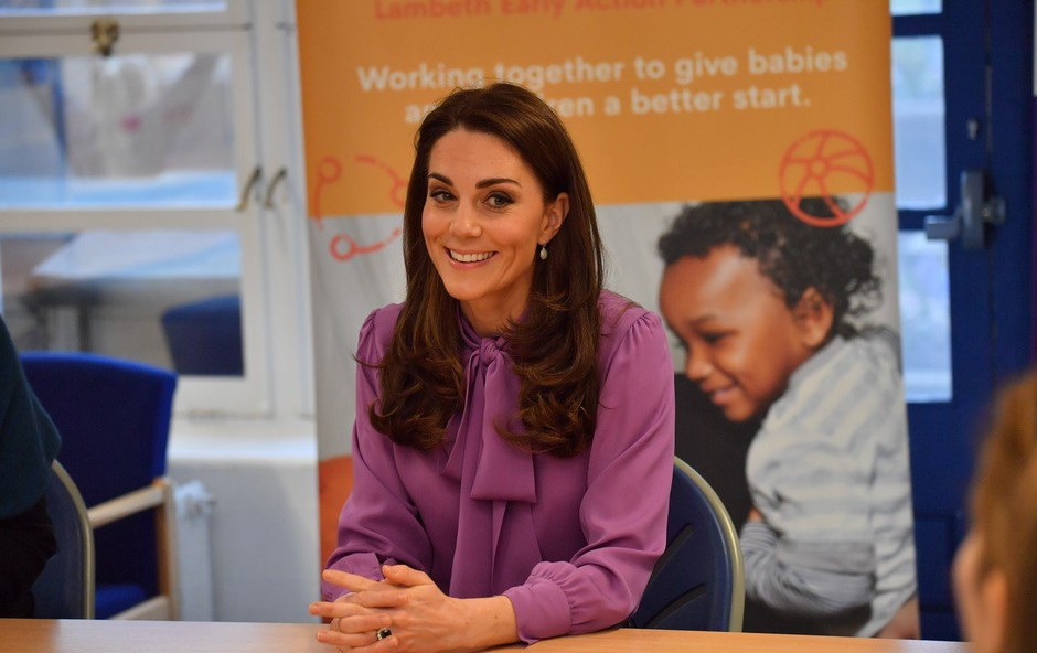 Ste opazili, da je Kate Middleton narobe oblekla bluzo? (foto: Profimedia)