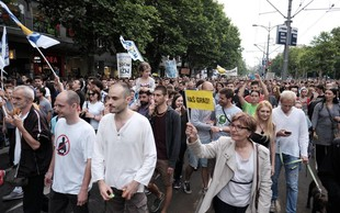 Protestniki v Beogradu zahtevajo, da nekdo od njih v živo spregovori v večernih poročilih