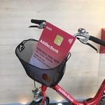 Addiko banka predstavlja prvo dišečo debetno kartico Mastercard® v Sloveniji (foto: Addiko Press)