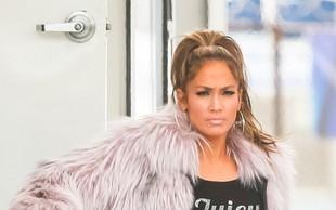 Jennifer Lopez na pragu 50 let zažiga s postavo v kopalkah
