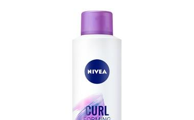 Do popolne frizure z novimi NIVEA spreji za oblikovanje las