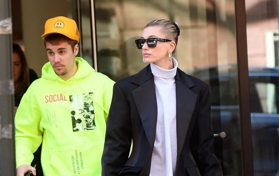Hailey in Justin odhajata iz stanovanja. Ona očitno na sestanek, on pa k terapevtu (foto: Profimedia Profimedia, Splash - Aktivní)