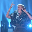 Celine Dion se bo z novim albumom Courage poklonila pokojnemu možu