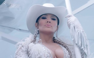 Jennifer Lopez z izzivalno sliko spet dokazala, da letom še kako kljubuje!