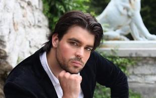 Robert Ficker je glasbenik, ki se lahko pohvali z uspešnimi sodelovanji s slovenskimi in tujimi glasbeniki