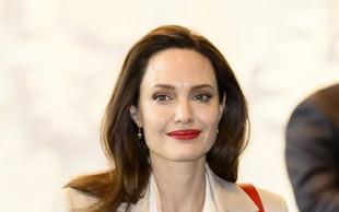 Je Angelina Jolie res zaljubljena? Srce naj bi ji ogrel poročen moški!
