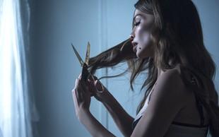 Severina v roke vzela škarje in sama postrigla svoje dolge lase