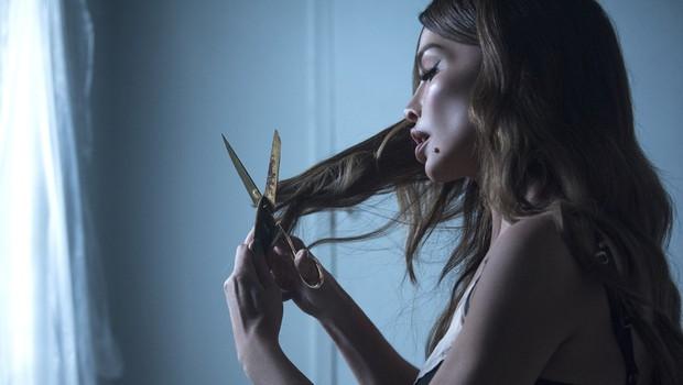 Severina v roke vzela škarje in sama postrigla svoje dolge lase (foto: Promocijsko gradivo)