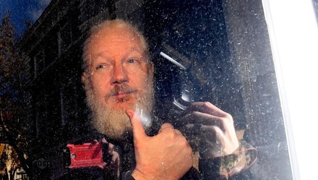 Assangeova mati zahteva sinovo izpustitev iz pripora (foto: profimedia)