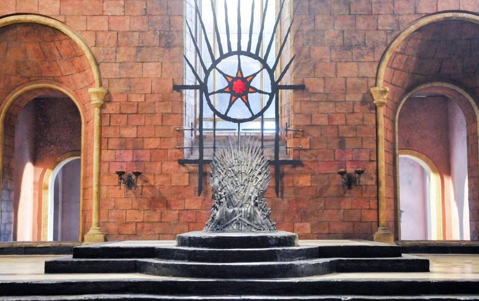 S težko pričakovano osmo sezono uspešnice Igra prestolov TV prehiteva avtorjevo knjigo (foto: profimedia)