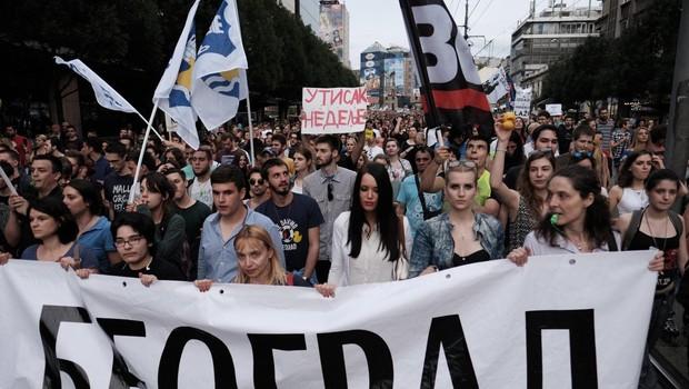 Na vsesrbskem protestu v Beogradu je bilo manj ljudi, kot so pričakovali organizatorji (foto: profimedia)